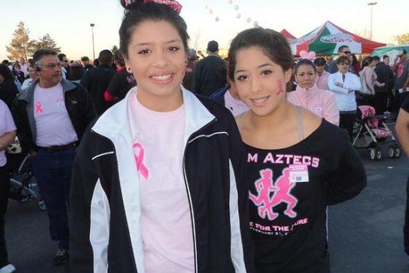 Pero en general, la gente demostró su apoyo portando el color rosa en su...