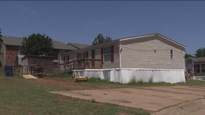 Un hombre resultó herido por los disparos de varios delincuentes que entraron a su casa en Texas