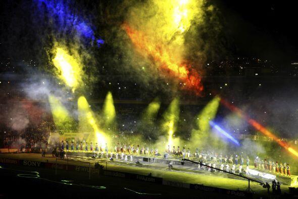 No es un incendio ni mucho menos sino la ceremonia de cierre del Mundial...