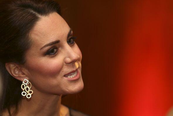 Kate Middleton asistió a una entrega de premios escolares en el palacio...