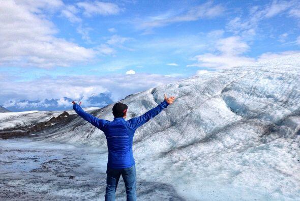 Raul llegó hasta el glaciar Knik, uno de los más grandes que se extiende...