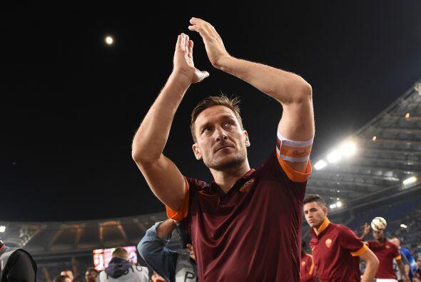 Cerramos con dos italianos, el primero Francesco Totti, el 10 de la Roma...