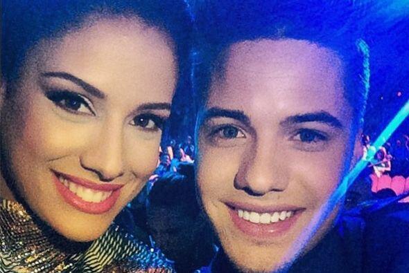 Durante la entrega de premios, aprovechó para tomarse una selfie con su...