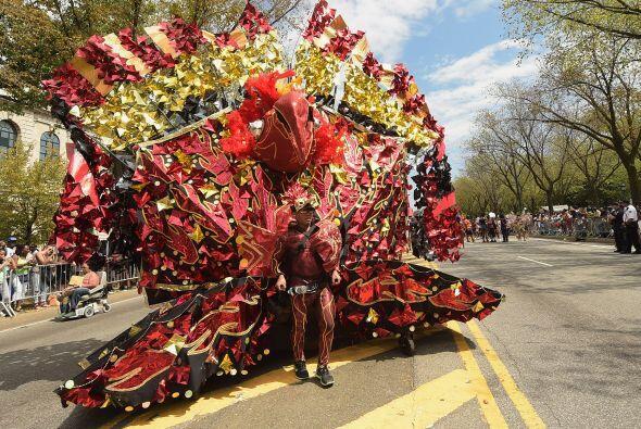 Este participante realizó un elaborado disfraz en forma de pavoreal.