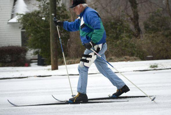 Con los esquíes bien puestos para no caerse y poder hacer las com...