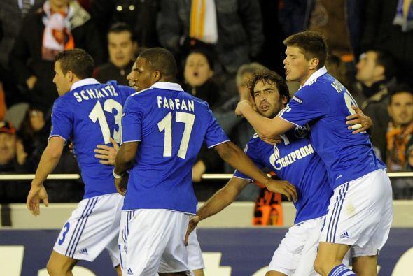 Marcó para que Schalke sacara un valioso empate ante Valencia y para Raú...