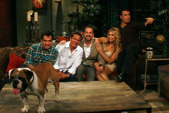 Otro gran invitado llegó al departamento de los perros, Héctor Soberón,...
