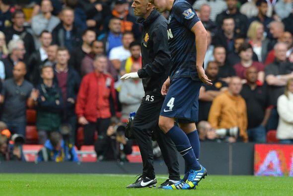 Por si al United no le estaban saliendo las cosas, Phil Jones tuvo que i...