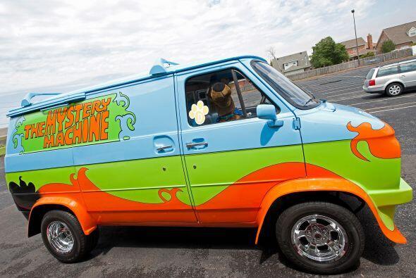 'Scooby' llegó a bordo del vehículo tradicional de la caricatura en la q...