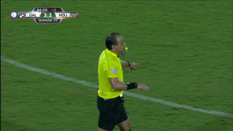 El árbitro da por termiandos los 90 minutos
