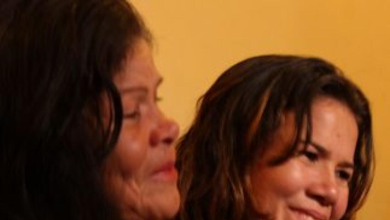 Xiomara y su mamá Josefina, emocionadas tras el encuentro. (Foto tomada...