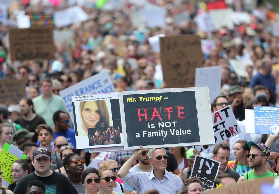 """""""Señor Trump, el odio no es un valor familiar"""", se lee..."""