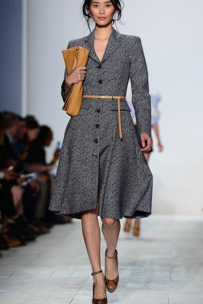 El abrigo con cinturón también viene de moda esta temporada y si no tien...
