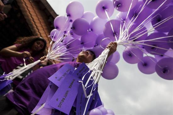 Dichos globos fueron preparados por voluntarios para repartir durante el...