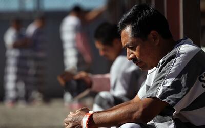Inmigrantes detenidos en la cárcel del Algiuacil del condado Mari...