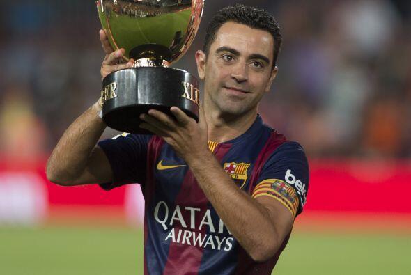 Finalmente Xavi, el gran capitán del Barcelona, levantó el Gamper.