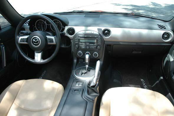 La ergonomía en el interior lo convierte en un auto cómodo.