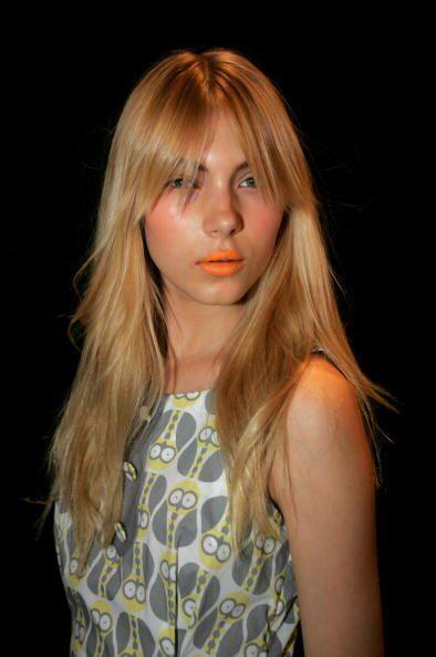 Te recomendamos enmarcar tus labios con una explosión 'mate' de anaranja...