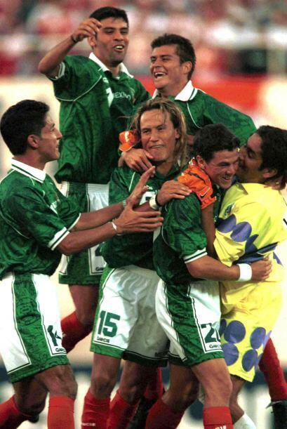 Ya que el jugador chileno no alineó, por lo que la atención se centró en...