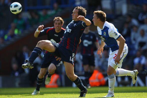Blackburn Rover y Bolton se enfrentaron en un partido áspero. Muchas fal...