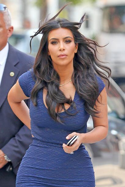 Kim ha vuelto a su cabellera negra.Mira aquí los videos más chismosos.