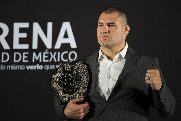 Caín Velásquez se iba a presentar en México para la UFC 180, pero se las...