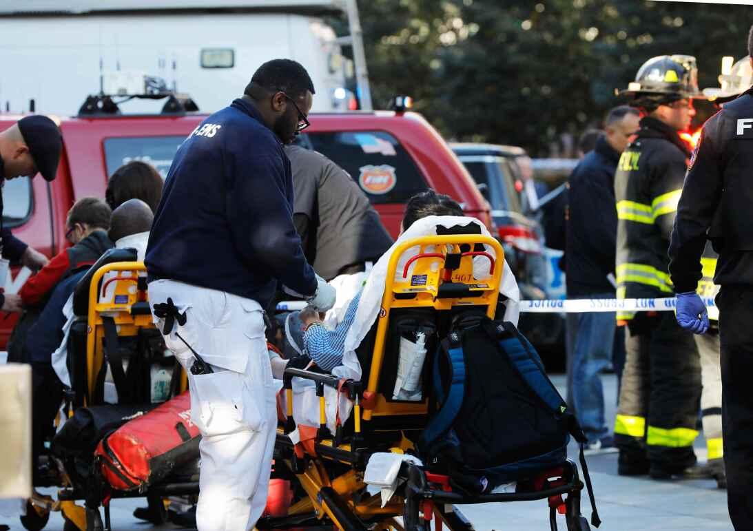 Cuerpos de rescate responden ante el incidente.