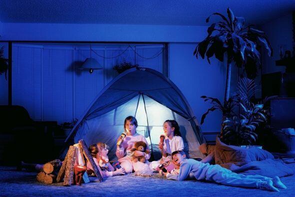Simula un campamento. Dormir bajo las estrellas podría ser una gran idea...