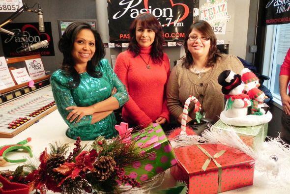 Las chicas de Pasión 106.7 FM Aileen, Vicky y Dione desean mucha paz par...