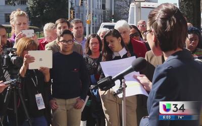 Activistas protestan contra posible aprobación de leyes anti inmigrantes...