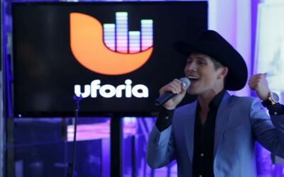 Fernando Corona empezó en un Karaoke