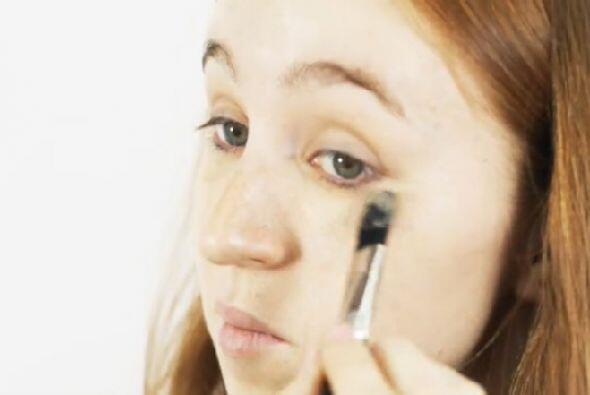 4.- Maquillaje para las ojeras: En diversas tiendas puedes encontrar cos...