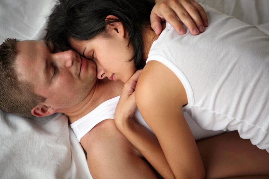 parejas en la cama