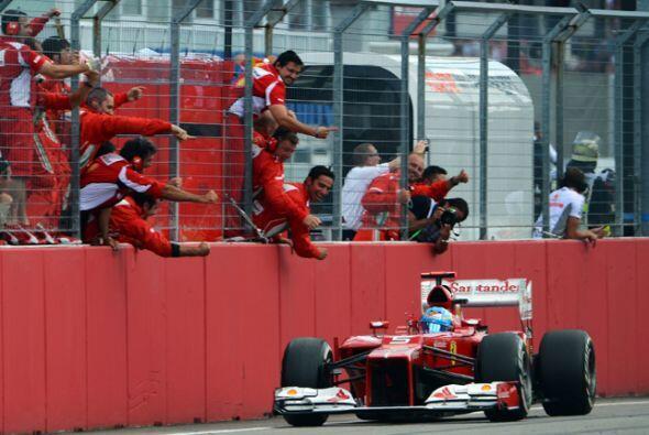 Después de 1 hora, 31 minutos y cinco segundos, Alonso atravesó la línea...