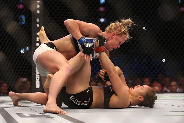 Holly Holm noqueó a Ronda Rousey y le arrebató el título gallo UFC para...
