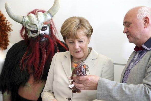 La canciller alemana, Angela Merkel, se reunió con el director Reinhard...