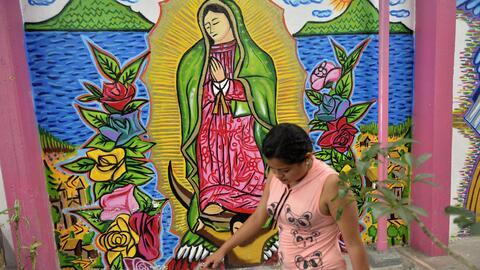 Una mujer hondureña en un albergue para familias migrantes en Ciu...