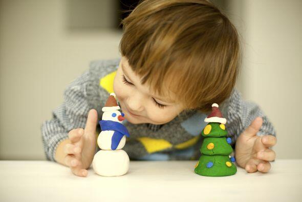 Pequeños adornos en plastilina. No hay nada más divertido para un niño q...