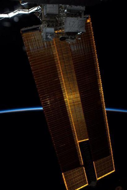 Los páneles solares bloquean esl sol, nuestra atmósfera brilla. Fotos: @...