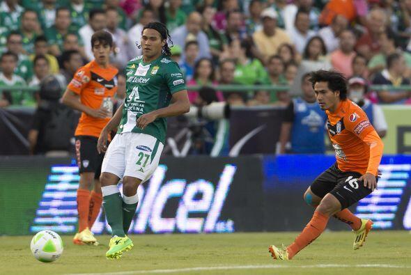 Jorge Hernández (7): En la media de contención intent&oacu...