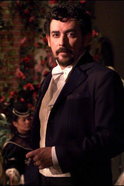 Oscar Bonfiglio es Sixto Valdez. Es amigo de Manuel desde la adolescenci...