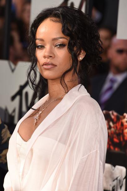 RihannaLa cantante goza de una belleza natural y sabe lucirse en los eve...