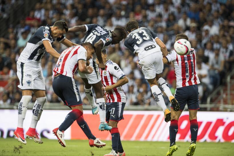 Monterrey aplastó al campeón Chivas y es líder general 20170812_3706.jpg