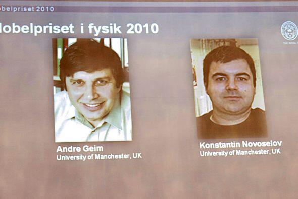 Asimismo dos científicos rusos ganaron el martes el Premio Nobel de Físi...