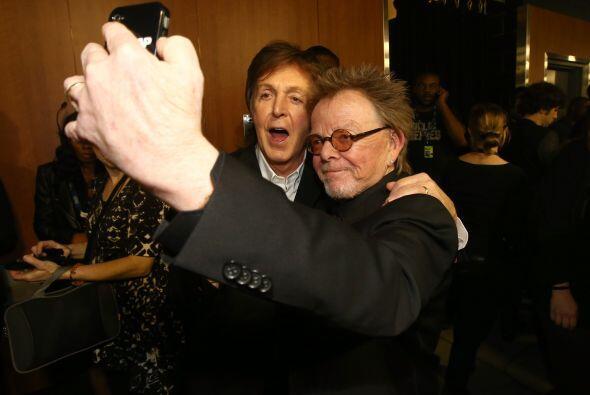 """Esta es una gran """"selfie"""", McCartney con Paul Williams. ¡Digan cheese! M..."""
