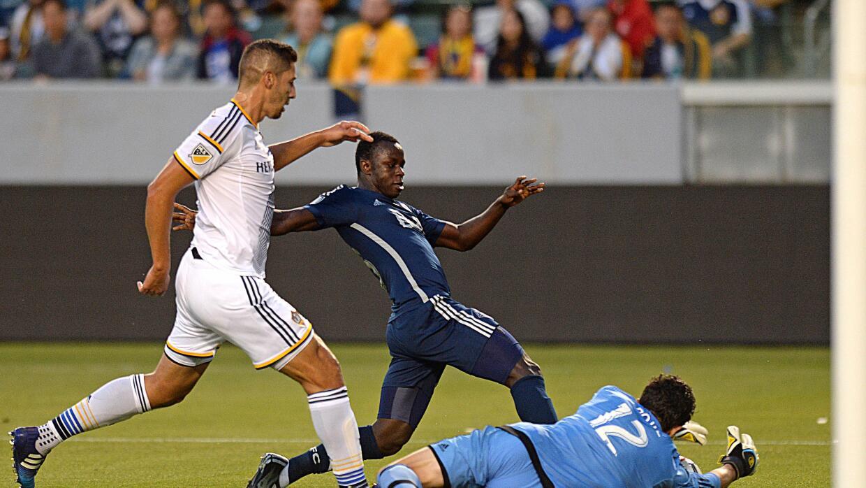 Kekutah Manneh remata a gol ante LA Galaxy