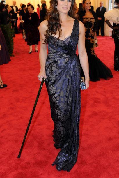 La pobre de Brooke Shields tenía lastimado un dedo del pie y se sostenía...