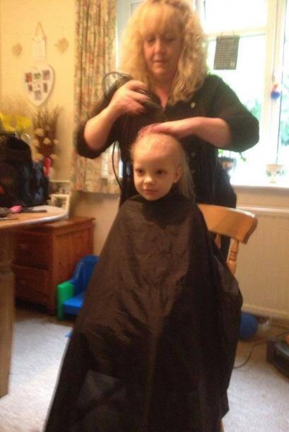 Entonces el resto de la familia se unió y también cortaron su cabello, S...
