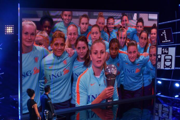 Premio The Best a la Mejor Futbolista (2017): Lieke Martens (F.C. Barcel...
