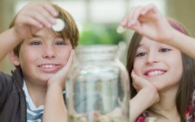 ¿Cómo enseñarles a tus hijos a ahorrar?